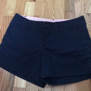 Lilly pulitzer size 2 Callahan short in navy color
